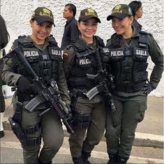 damn I kind of wanna get arrest Colombian special forces.damn I kind of wanna get arrested. Female Cop, Female Soldier, Female Warriors, Army Soldier, Military Girl, Military Police, Female Police Officers, Military Women, Idf Women