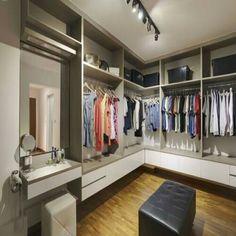 Walk-in closet L-shaped