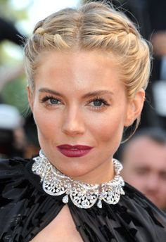 13 Braided Hairstyles To Try Now 13 Cool New Plaits To Try Now Sienna Miller is a regular hair hero of ours (who didn't love wh French Braid Hairstyles, Up Hairstyles, Wedding Hairstyles, Wedding Updo, Pretty Hairstyles, Sienna Miller Short Hair, Belleza Diy, Double French Braids, Double Braid