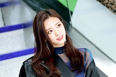 Find images and videos about kpop, itzy and yuna on We Heart It - the app to get lost in what you love. Kpop Girl Groups, Kpop Girls, Rapper, Elle Fanning, New Girl, Actors & Actresses, Asian Girl, Long Hair Styles, Lady