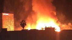 Los Angeles fire Impressionante incendio che ha distrutto un intero isolato