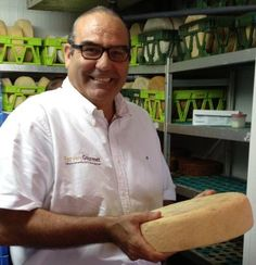 Visiting one of the best cheese makers in Gran Canaria who has won several gold medals in the World Cheese Awards.