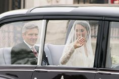 Kate arriving at the royal wedding   ... - Kate Middleton Arrives at Westminster Abbey for the Royal Wedding