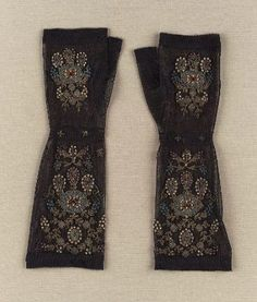 women's mitts, Possibly French, 1825–50    Silk netting embroidered with gold boullion, pearls, glass beads and paste stones