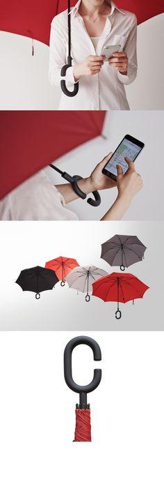 비오는날 가장 큰 짐이되는 우산을 이렇게 손에 걸어서 안떨어지게 할 수 있다는거는 진짜 획기적인것 같다. 손에 짐이 많거나 핸드폰을 해야될 때마다 우산때문에 불편했었는데 이런 우산이라면 걱정안해도 될 것 같다.