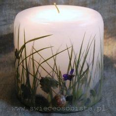 świeca z trawą i skorupkami ślimaków, mała