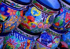 Talavera pottery ~ ceramics of Mexico Talavera Pottery, Ceramic Pottery, Painted Pottery, Blue Pottery, Ceramic Pots, Pottery Plates, Terracotta Pots, Ceramic Clay, Arte Popular