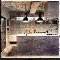 Dirty Kitchen Design, Industrial Kitchen Design, Industrial Interiors, Industrial House, Kitchen Interior, Cement House, Buddha Home Decor, Kitchen Layout Plans, Warehouse Home