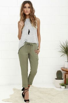wear-anywhere woven joggers have a drawstring waist (with a bit of elastic), plus front and back pockets. Left cargo pocket adds a cool touch to the relaxed ankle-length pant legs with gunmetal zips at the hem. Green Joggers, Green Cargo Pants, Cool Summer Outfits, Spring Outfits, Olive Green Pants Outfit, Outfits With Green Pants, Jogger Pants Outfit, Look Fashion, Fashion Pants