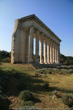 colonnade de l'ancien théâtre de Nîmes| by Renaud Camus