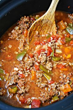Stuffed Pepper Soup in the Slow Cooker Baked Stuffed Peppers, Slow Cooker Stuffed Peppers, Stuffed Pepper Soup Crockpot, Stuffed Green Pepper Soup, Recipe For Pepper Soup, Green Pepper Recipes, Beef Recipes, Soup Recipes, Cooking Recipes