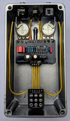 Trying to make my way through all the vintage fuzz circuits so here's another! It's based on the Jordan Bosstone and it's super gnarly sounding! Electronic Circuit Projects, Electronics Projects, Guitar Effects Pedals, Guitar Pedals, Diy Guitar Pedal, Electronic Workbench, Electrical Wiring Diagram, Diy Speakers, Pedalboard