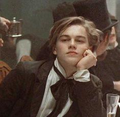 young Leonardo DiCaprio can get ittt Beautiful Boys, Pretty Boys, Cute Boys, Bild Girls, Film Titanic, Poses, Leonardo Dicapro, Young Leonardo Dicaprio, Leonardo Dicaprio Quotes
