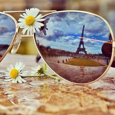 Foto creativa, un clásico: la imagen reflejada en unas gafas París, Torre Eiffel Creative photo, a classic: the image reflected in glasses