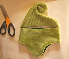 Trendy hat diy old sweater ideas Baby Sewing Projects, Sewing For Kids, Free Sewing, Costume Carnaval, Elf Costume, Costumes, Baby Hut, Hansel Y Gretel, Hat Tutorial