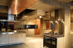 stainless steel kitchen...I could  get use to this spacious kitchen!!!! love it!