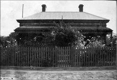 SLSA: B 50542/28   TITLEViews at Urania (album): Collins home at Prospect     DESCRIPTIONThe Collins home at 12 Johns Road, Prospect     DATEca.