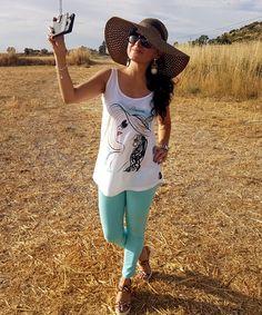 Custom t-shirts Me encanta mi #tshirt personalizada de @Stimare_es con #ilustración de @AMashkovskaya  https://www.stimare.es/product-page/custom-t-shirts #fashion #summerchic