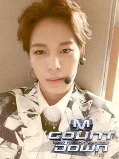 Mnet Mcountdown: Hongbin's Selca