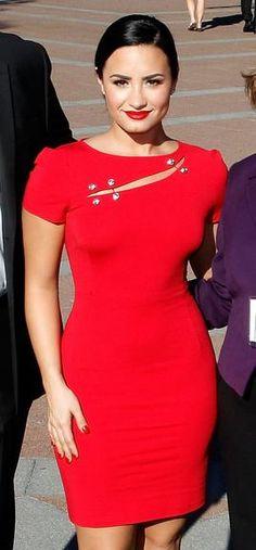 Em nova fase, Demi Lovato investe em looks sexy; veja 20 modelos