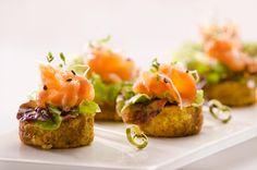 Mini hamburgueses de cigrons amb salmó Cookies Receta, Salmon Burgers, Baked Potato, Tapas, Sushi, Appetizers, Snacks, Baking, Catalan Food