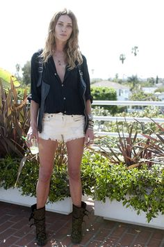 Erin Wasson in her own tears and souvenirs denim shorts Erin Wasson, Street Style, Models Off Duty, Mode Inspiration, Blouse Styles, Elegant Woman, Swagg, Her Style, Rock Style