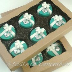 Tiffany inspired chocolate covered oreos in BRP Box Shop oreo boxes.