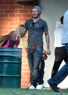 You just wear your jeans so well David David Beckham Jeans, Cabelo David Beckham, David Beckham Style, Mode Masculine, Mode Man, Herren Outfit, Sharp Dressed Man, Mens Fashion, Fashion Outfits