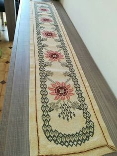 Cross Stitch Borders, Cross Stitch Designs, Cross Stitch Patterns, Hobbies And Crafts, Diy And Crafts, Cross Stitch Embroidery, Hand Embroidery, Ways To Tie Scarves, Palestinian Embroidery