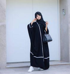 Simple Abaya Designs, Abaya Designs Latest, Abaya Designs Dubai, Burqa Fashion, Muslim Women Fashion, Stylish Hijab, Modest Fashion Hijab, Burqa Designs, Arab Swag
