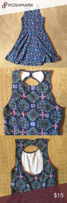 Patterned Hollister Dress with Back Circle Cutout Hollister Dresses, Fashion Design, Fashion Tips, Fashion Trends, Cool Style, Super Cute, Two Piece Skirt Set, Smoke, Button