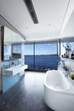 Clovelly House / Rolf Ockert Design - The feel of the interior and exterior elements working together as one Ocean House, Hotels, Design Moderne, Modern Bathroom, Bathroom Ideas, Bathroom Beach, Bathroom Goals, Budget Bathroom, White Bathroom