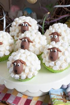 Little Sheep Cup Cakes - Marshmallows, c. - Little Sheep Cup Cakes – Marshmallows, chocolate solid eggs – YUM The Effective Pictures We Off - Holiday Treats, Holiday Recipes, Dinner Recipes, Dinner Ideas, Brunch Recipes, Easter Cupcakes, Sheep Cupcakes, Lamb Cupcakes, Sheep Cake