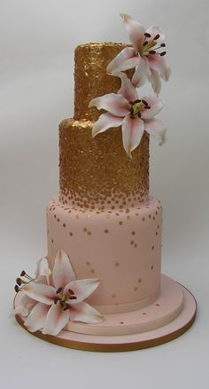 Gold sequins on your wedding cake? Fabuloso!