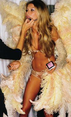 Gisele Bündchen @ Victoria's Secret Runaway    #giselebunchen #victoriasecret #angelwings #wings #jokertattoo