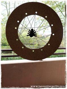Halloween diy: the spider web tie card Diy Halloween, Haloween Party, Halloween 2017, Halloween Horror, Halloween Themes, Happy Halloween, Halloween Costumes, Animal Crafts For Kids, Halloween Crafts For Kids