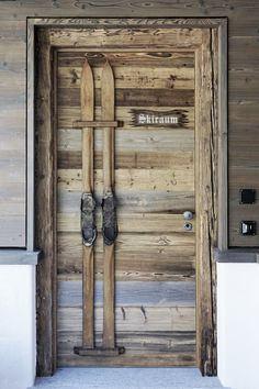 waste wood Pitschen Davos furniture and building joinery – Door Ideas Chic Chalet, Chalet Style, Restaurant Chalet, Ski Lodge Decor, Chalet Interior, Chalet Design, Winter Cabin, Vintage Ski, Cabin Interiors