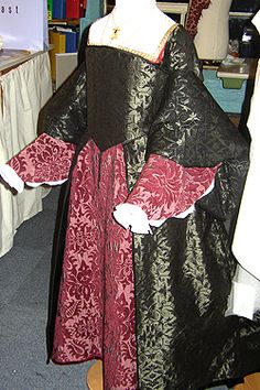 NINYA MIKHAILA - HISTORICAL COSTUMIER 1540s costume based on a portrait of Elizabeth I when princess made for children's education sessions at Hampton Court Palace. Blackwork embroidery on the linen cuffs is by Jane Huggett. Shoes by Plantagenet Shoes.