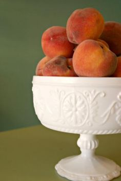 southern centerpiece- there is NOTHING like biting into a freshly ripe peach picked right off the tree!  I hate buying peaches in the grocery store - they just can't compare!