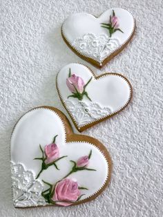 Gingerbread heart with roses - Cupcakee Ideen Mother's Day Cookies, Crazy Cookies, Fancy Cookies, Heart Cookies, Valentine Cookies, Iced Cookies, Cute Cookies, Cupcake Cookies, Cupcakes