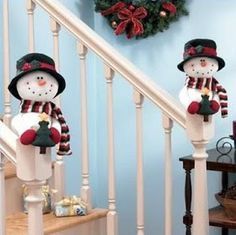 Christmas Stairs, Christmas Things To Do, Christmas Love, Christmas Snowman, Handmade Christmas, Christmas Crafts, Christmas Ornaments, Beautiful Christmas Decorations, Felt Christmas Decorations