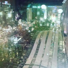 Instagram【saiia17】さんの写真をピンしています。 《#あめ#夜景#博多》