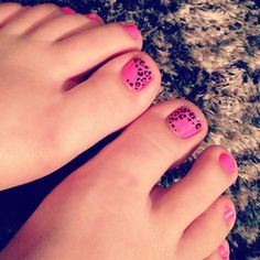 leopard print toe nail design. pink and black my favorite.