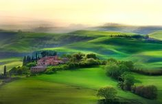 Tuscany in Italy - / Photo Tuscan dream by mauro maione Beautiful World, Beautiful Places, All About Italy, Tuscany Landscape, Photography Tutorials, Photography Hacks, Photography Lighting, Photography Awards, Phone Photography