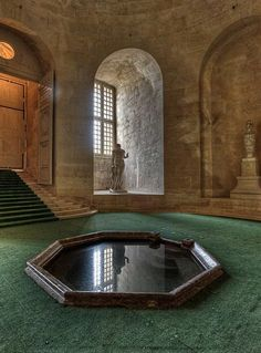 Louis XIV's bathtub, now placed in the Orangery of the chateau. Photo by Claude Rozier.