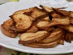 Easiest Ever Air-Fried Apples Apple Recipes, Whole Food Recipes, Snack Recipes, Vegan Treats, Healthy Treats, Apple Deserts, Air Frier Recipes, Fried Apples, Snacks To Make