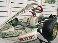 Το καινούργιο παιδικό καρτ της Tony kart ανανεώνεται! Η μικρογραφία του σασί Tony kart Racer 401S είναι το Tony kart Mini NEOS. Κατάλληλο για όλες τις κατηγορίες ΜΙΝΙ με νέα τρόμπα φρένων ενιαία, με νέο σχεδιασμό ζάντες αλουμινίου, καινούργιο πάτωμα, υποπόδιο, ρυθμιζόμενη ντίζα γκαζιού. Karting, Baby Strollers, Children, Baby Prams, Young Children, Boys, Kids, Cart, Prams