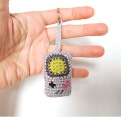Whether you love to play video games or simply have a penchant for old school memorabilia, this crochet Game Boy keychain dangles delightfully. Crochet Game, Quick Crochet, Crochet For Boys, Free Crochet, Crochet Keychain Pattern, Crochet Patterns Amigurumi, Game Boy, Beginner Crochet Projects, Crochet Cactus