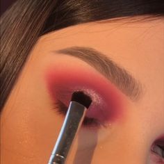 makeup and pink eye eye makeup goes with a red lip eye makeup with black dress makeup looks natural makeup makeup kit online makeup no eyeliner makeup age 70 Glam Makeup, Makeup Inspo, Makeup Inspiration, Eyeshadow Tips, Eyeshadow Makeup, Colourpop Eyeshadow, Eyeshadow Primer, Makeup Goals, Makeup Tips