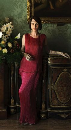 Lady Mary in a gorgeous ORIGINAL Fortuny Delphos gown for the series 6 christmas special of Downton Abbey Downton Abbey Costumes, Downton Abbey Movie, Downton Abbey Fashion, Downton Abbey Mary, 20s Fashion, Moda Fashion, Vintage Fashion, Lady Mary Crawley, Gentlemans Club